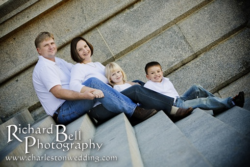 Outdoor Family Picture Pose Ideas http://www.richbell.com/tag/outdoor-family-portraits/